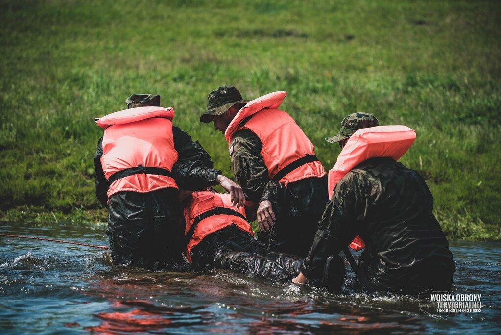 Szkolenie żołnierzy podlaskiej brygady OT z WOPR