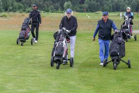 Z dołka nr 1 startowali Marek Michałowski, prezes Polskiego Związku Golfa, Jacek Socha, wiceprezes PZG ds. finansowych, Jarosław Sroka, prezes PGA Polska oraz Katarzyna Terej - prezes Golf Channel Polska