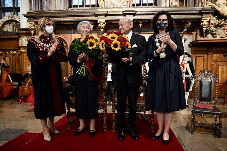 Agnieszka Owczarczak,Halina Winiarska-Kiszkis, Jerzy Kiszkis, ALeksandra Dulkiewicz. Fot. Dominik Pa preview