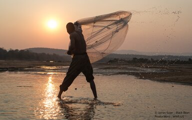 Fisherman on Luangwa river Zambia © James Suter _ Black Bean Productions _ WWF-US.jpg
