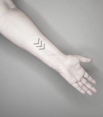 Tatuaż 3 stzałki_Knieja_ink_Instagram.jpg