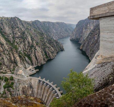 Hydroelectric power station in Arribes del Duero called Mirador de Iberdrola in Salamanca © Jose Lui
