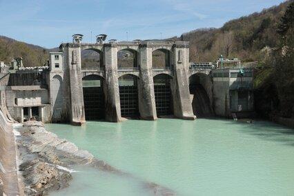 Plante Hydropower Ajba sur Rivière Soca Slovénie c iStockphoto.com_Socha.jpg