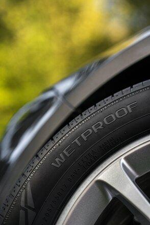 NT Nokian+Wetproof Summer+tires+belong+on+summer+roads 14