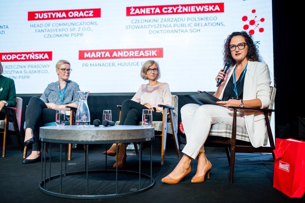 13. Panel dyskusyjny pod patronatem PSPR - Kobiety w komunikacji. Joanna Piwowarczyk