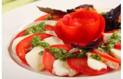 Salatka_caprese_z_roza_z_pomidora Knorr.jpg