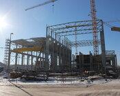 Widok na budynki maszynowni turbiny gazowej (po lewej) i parowej.JPG