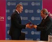 Podpisanie umowy o współpracy TAURON-UE w Katowicach.jpg