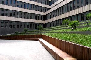 lawka_wewnatrz_patio_1_park_rozwoju.jpg