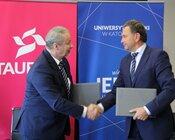 TAURON podpisał umowę ramową o współpracy - od lewej prof. zw. dr hab. Wiesław Banyś, rektor UŚ oraz