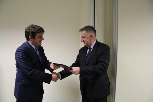Umowę podpisali- Łukasz Brzózka, prezes zarządu TAURON Wydobycie ,Nowe Brzeszcze Grupa TAURON oraz Marek Tokarz, prezes zarządu SRK.jpg