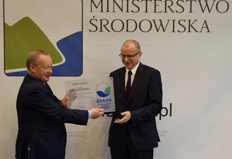 Dariusz Kaśków, prezes Energa SA odbiera ceryfikat EMAS-emas.jpg
