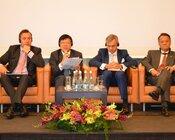 Pierwszy z lewej Remigiusz Nowakowski, prezes zarządu TAURON Polska Energia.JPG