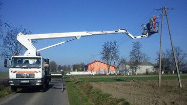 utrzymanie i eksploatacja urządzeń oświetlniowychpracownicy-energa-podczas-prac-modernizacyjnych