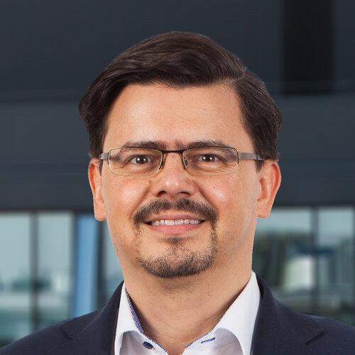 Piotr Kuriata CHIEF BUSINESS DEVELOPMENT AND REGULATORY OFFICER - CZŁONEK ZARZĄDU, DYREKTOR DS. ROZW