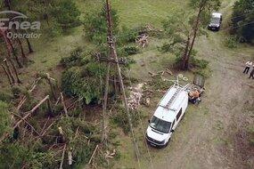 Brygady energetyczne Enei Operator nieprzerwanie, przez kilka dni usuwają skutki katastrofalnych nawałnic i przywracają dostawy prądu. Dzięki ciężkiej pracy i zaangażowaniu Specjalistów z Enei Operator oraz wspierających ją spółek, przywrócono zasilanie do większości poszkodowanych Klientów Enei. To ok. 200 tys. Odbiorców. Intensywna praca brygad nadal trwa. Dosłownie od zera odbudowujemy 35 km sieci wysokiego napięcia oraz 365 km sieci średniego i niskiego napięcia.