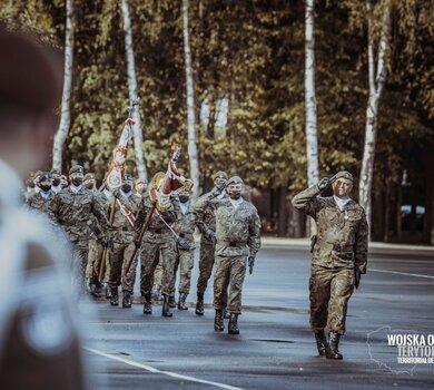 Wręczenie sztandaru wojskowego 4 Warmińsko - Mazurskiej Brygadzie OT