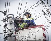 Energetycy TAURON Dystrybucja usuwający awarię