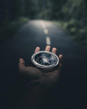 Baner z kompasem