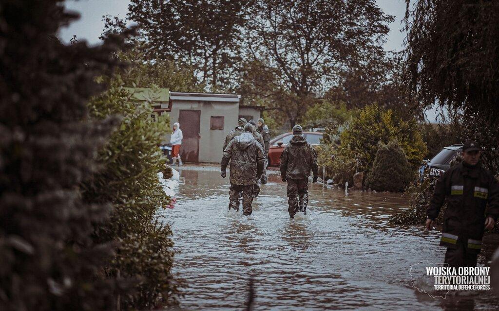 Żołnierze 16 Dolnośląskiej Brygady OT wspierają mieszkańców gm. Dzierżoniów