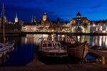 Gdański Żuraw oświetlony przez ENERGA Oświetlenie i Philips Lighting Poland SA - widok od strony Długiego Pobrzeża