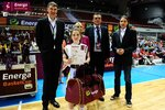 Ceremonia dekoracji zwycięzców Energa Basket Cup 2015 (10).jpg