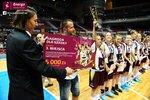 Ceremonia dekoracji zwycięzców Energa Basket Cup 2015 (18).jpg