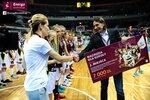 Ceremonia dekoracji zwycięzców Energa Basket Cup 2015 (28).jpg