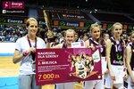 Ceremonia dekoracji zwycięzców Energa Basket Cup 2015 (29).jpg