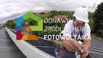 """W ramach projektu Energa Living Lab w Gdyni powstało """"żywe laboratorium"""" energetyki, w którym 300 gospodarstw domowych testuje pilotażowe rozwiązania do zarządzania energią elektryczną i ocenia, jak sprawdzają się one na co dzień. Przez 18 miesięcy uczestnicy projektu otrzymują wsparcie i wskazówki pozwalające zmienić przyzwyczajenia związane z wykorzystaniem prądu, aby w ten sposób zmniejszyć zużycie energii i przyczynić się do poprawy stanu środowiska naturalnego. Pomagają im w tym wielostrefowe programy cenowe, ze zmiennymi stawkami za energię elektryczną w ciągu doby oraz innowacyjne usługi, takie jak: spersonalizowane raporty, wizualizacja danych o zużyciu i ponoszonych kosztach, czy też technologia ISD (Inteligentna Sieć Domowa), które umożliwiają im kontrolę nad rachunkami i pomagają planować zużycie energii elektrycznej w krótkim i dłuższym okresie. W trakcie projektu w 30 gospodarstwach domowych zainstalowano mikroinstalacje Odnawialnych Źródeł Energii: 22 zestawy paneli fotowoltaicznych oraz 8 minisiłowni wiatrowych. W ten sposób 30 gdynian dołączyło do grona prosumentów, czyli wytwórców zielonej energii.  Projekt jest realizowany przez spółkę Enspirion z Grupy Energa, przy wsparciu finansowym Komisji Europejskiej i Narodowego Funduszu Ochrony Środowisk i Gospodarki Wodnej w ramach Instrumentu LIFE+. Objęty został patronatem Prezydenta Miasta Gdyni."""