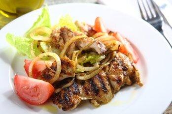Zdjęcie: Jakie mięsa wybrać na grilla? Poradnik szefa kuchni