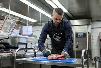 Jak przygotować filet z ryby, by nie miał on ości? (wideo)