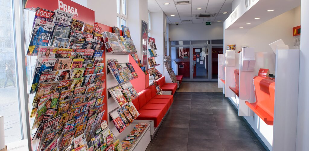 Poczta Polska ze wzrostem sprzedaży prasy i książek w placówkach