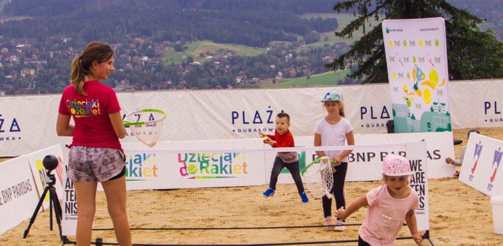 Powszechne lekcje tenisa w szkołach – cel akcji Dzieciaki do Rakiet