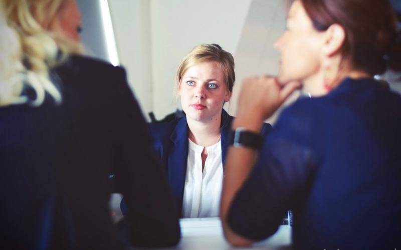 """Exit interview, czyli jak """"ładnie"""" pożegnać się z pracownikiem i dlaczego warto"""