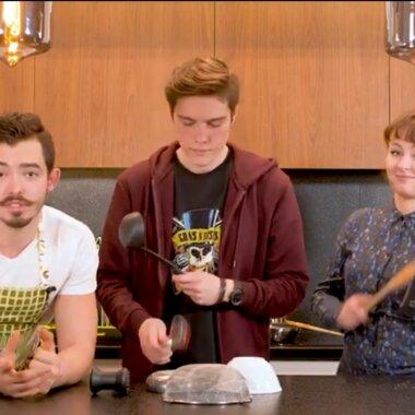 """Tanie gotowanie, czyli studenckie posiłki za grosze wg przepisów youtuberów z """"Co z tym hajsem?!"""""""