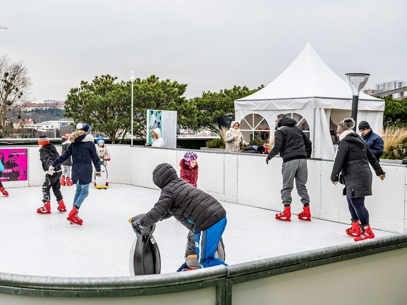 Już ponad 2500 osób skorzystało z nowego eko lodowiska w Gdańsku