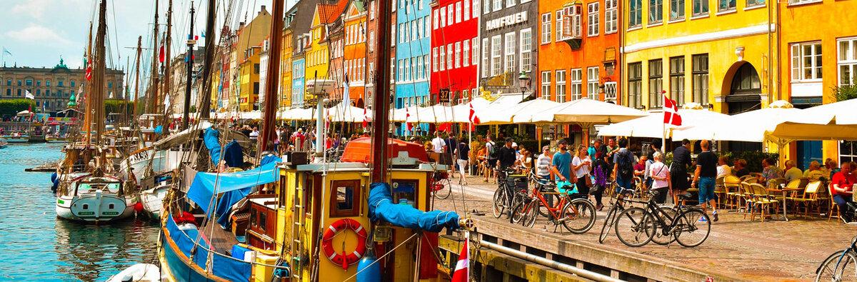 dockside-street-scene-of-nyhavn-copenhagen-denmark.jpg