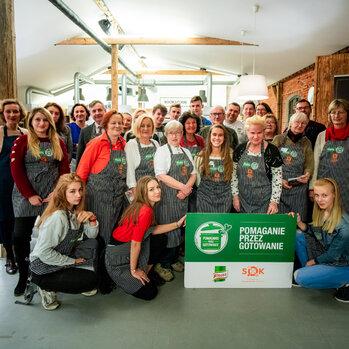 """Zdjęcie: Knorr i Fundacja Samodzielność od Kuchni w akcji """"Pomaganie przez gotowanie"""" Wielkanocne warsztaty kulinarne dla wychowanków domów dziecka"""