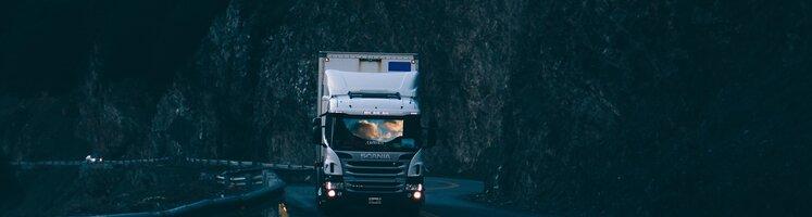 truck-2591007_1920.jpg