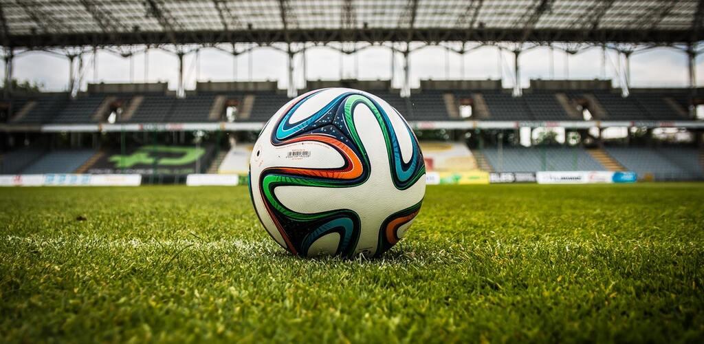 Internauci marudzą, a samorządy rozdają długopisy – krajobraz przed EURO 2012