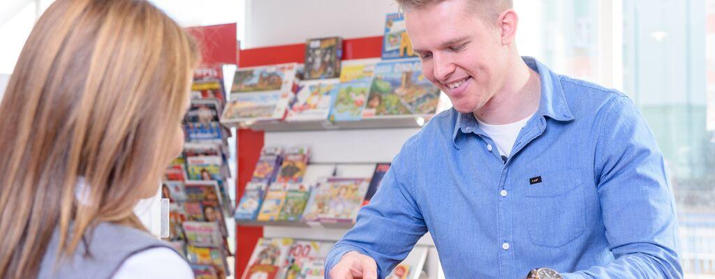 Poczta Polska sprawdziła, kto i gdzie korzysta z karty płatniczej
