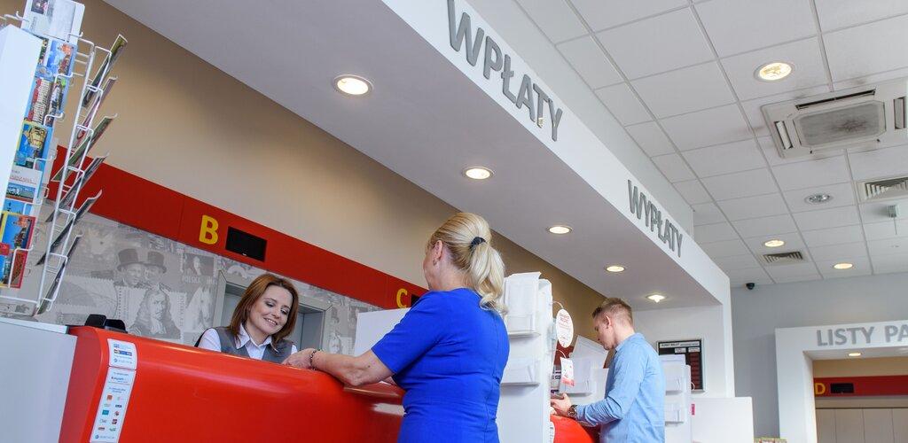 Poczta Polska przypomina o usługach przydatnych w czasie wakacji