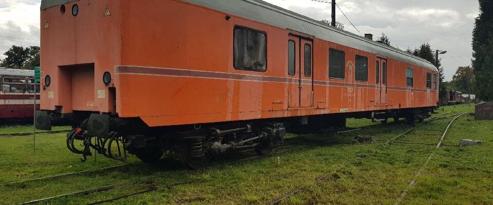 Wagon pocztowy dołączy do eksponatów Muzealnej Kolei Wąskotorowej