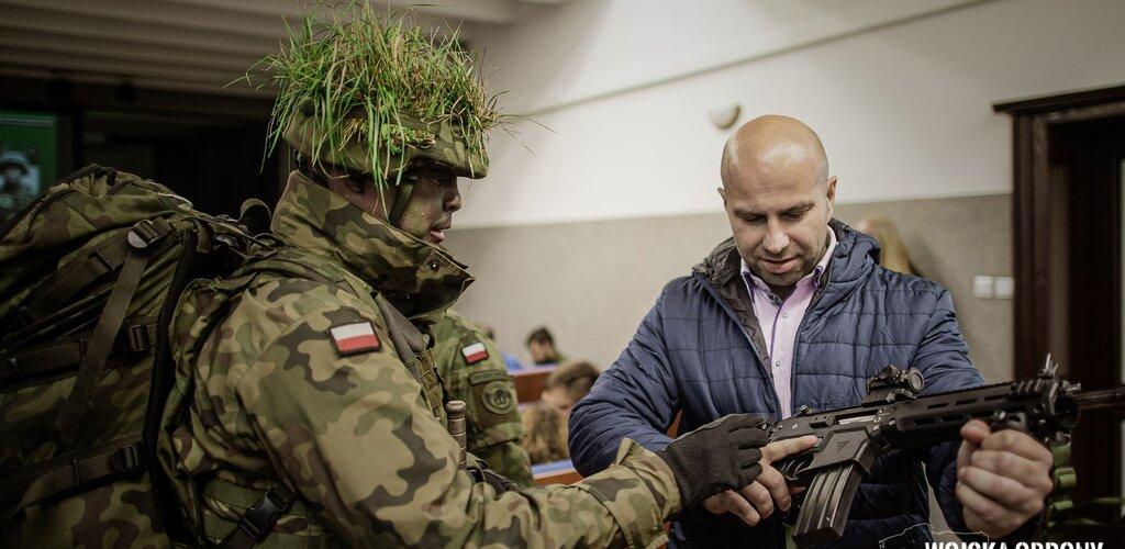 Skwierzyna: ochotnicy do WOT z lubuskiego odwiedzili koszary