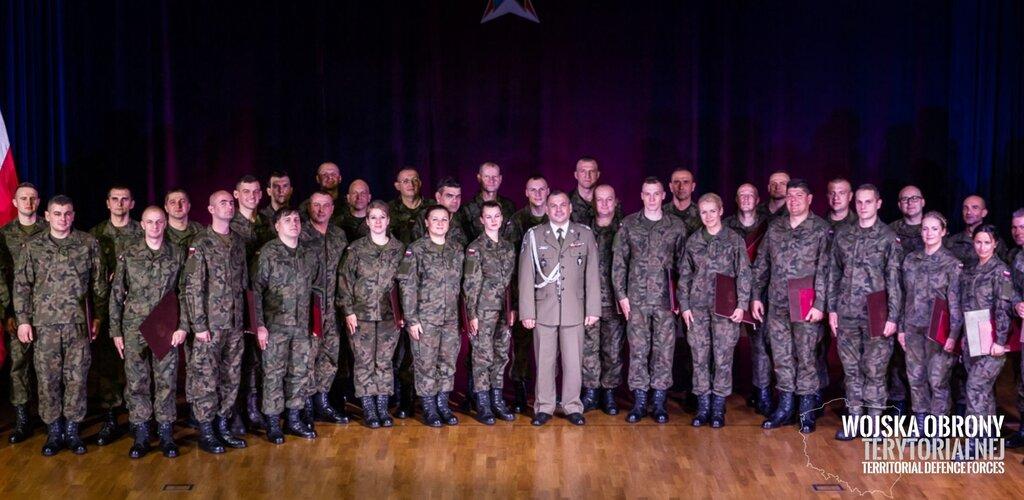 Pierwsze patenty oficerskie dla żołnierzy WOT