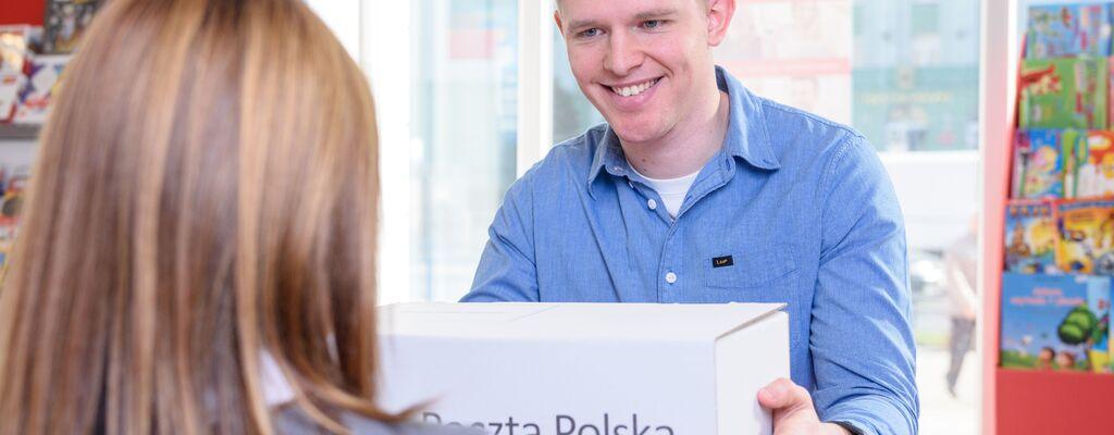 Poczta Polska obniża ceny paczek
