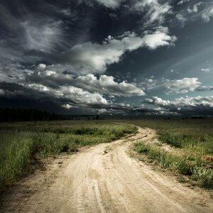 LETNIE BURZE – JAK CHRONIĆ BUDYNKI PRZED GROŹNYMI KONSEKWENCJAMI WYŁADOWAŃ ATMOSFERYCZNYCH?