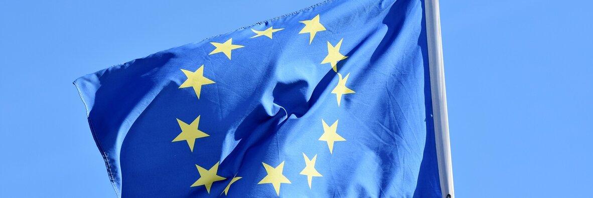 Jak przygotować się na pakiet mobilności? , - Do zatwierdzenia pakietu mobilności, czyli nowych zmian w prawie transportowym niekorzystnych dla polskich przedsiębiorców, pozostały dwa główne kroki. Czekamy jeszcze na pierwsze czytanie w Radzie UE i drugie czytanie w Parlamencie Europejskim. Eksperci OCRK i Inelo twierdzą jednak, że, jeśli nic niespodziewanego nie wydarzy się w Brukseli, tow pierwszej połowie 2020 roku prace nad unijnymi przepisami dla przewoźników będą zakończone. Jak przygotować się na wejście w życie kłopotliwej dyrektywy?