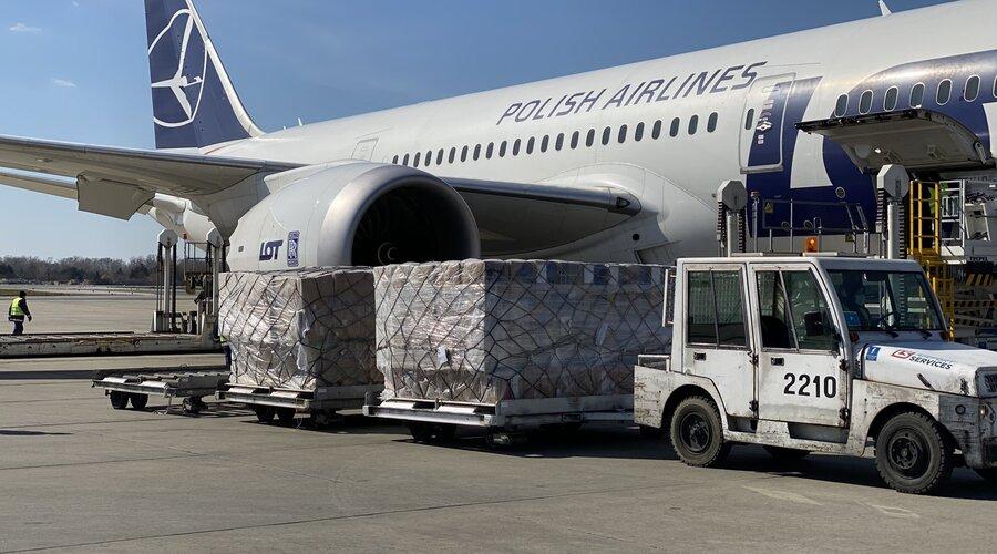 Kolejne samoloty za sprzętem medycznym zakupionym przez KGHM wylądowały w Warszawie